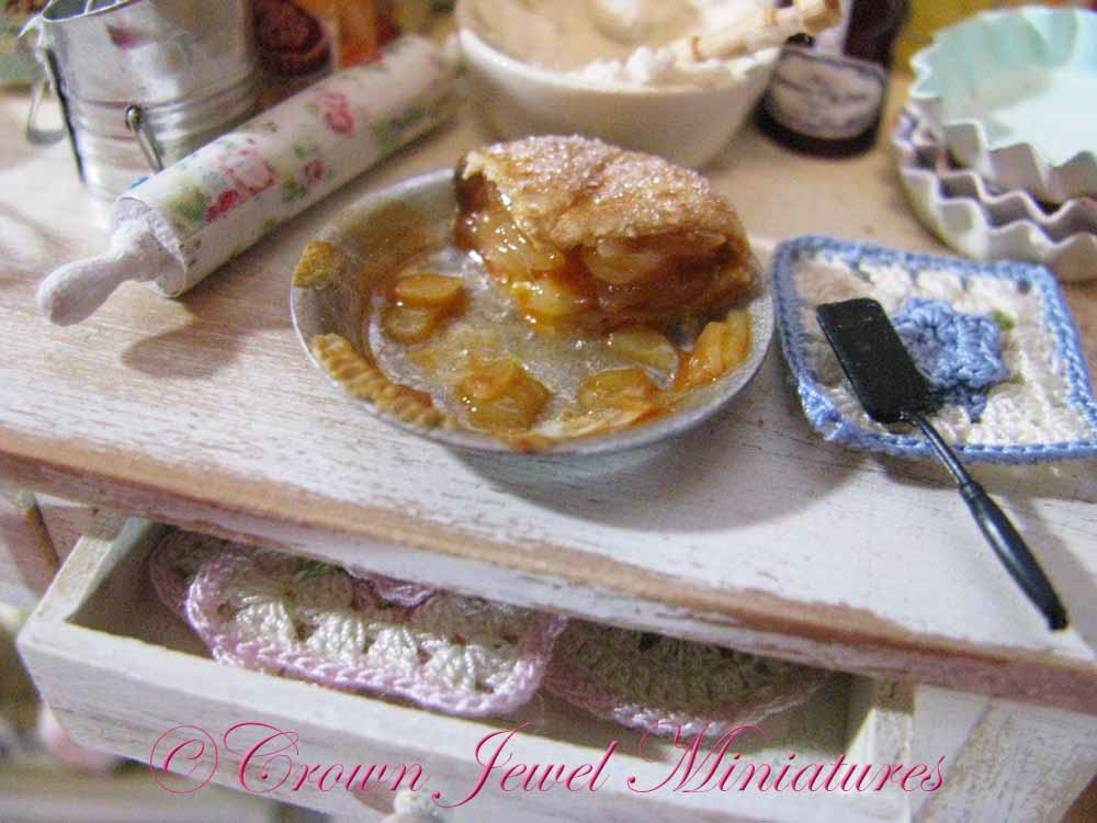Dollhouse Miniature Handcrafted Apple Pie with Slice ~ Great Detail